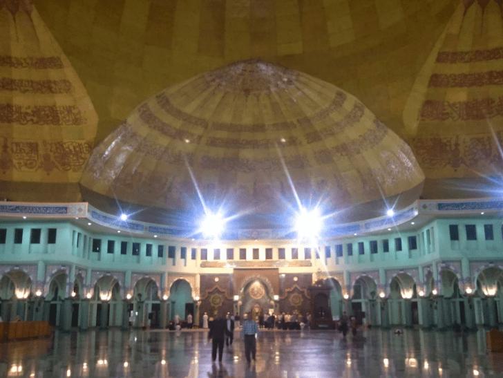 interior masjid al-azhom