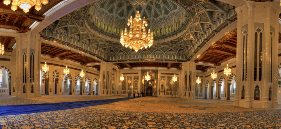 interior masjid qaboos