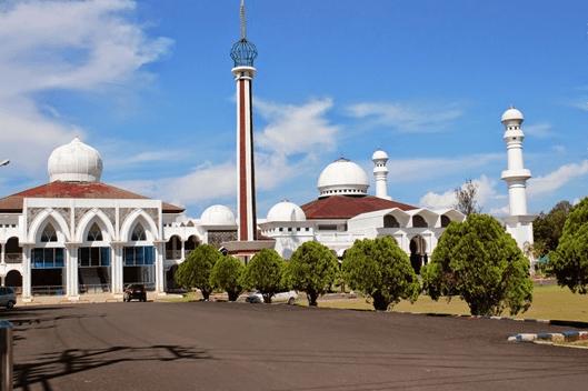 Masjid Raya Baitul Izzah Kota Bengkulu