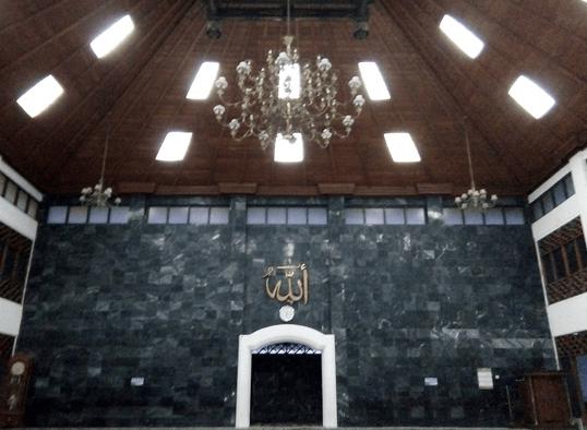 interior Masjid Agung Al-Ikhlas