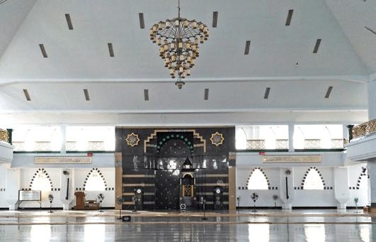 interior Masjid Agung Al-Munawwir Pinrang