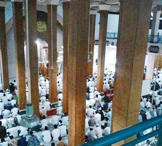 interior Masjid Agung Darussalam Cilacap