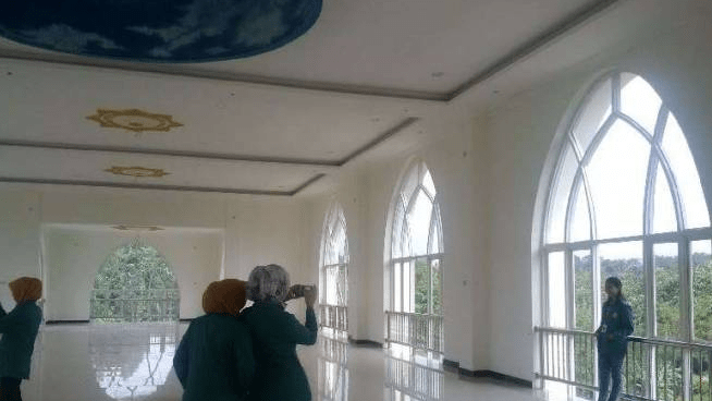 interior Masjid As-Safinatun Najah – Masjid Kapal Nabi Nuh Semarang