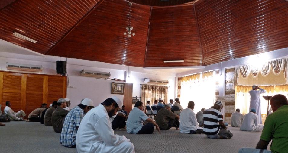 interior Masjid Calcutta di Trinidad dan Tobago