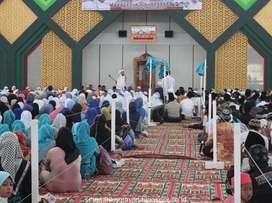 interior Masjid Islamic Center Baitul Mukhlisin Lampung Barat