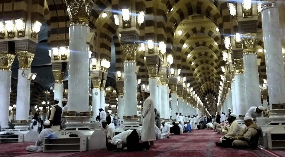 interior Masjid Nabawi, Kota Madinah