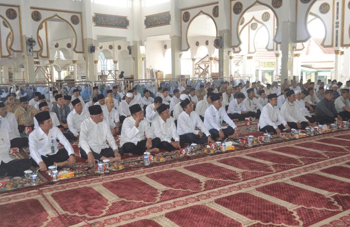interior Masjid Raya Baitul Izzah Kota Bengkulu