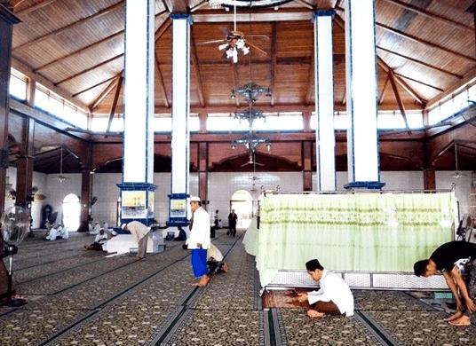 interior Masjid Raya Husnul Khatimah Kotabaru Kalimantan Selatan