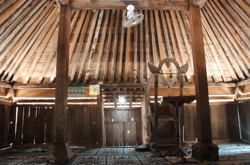 interior Masjid Tiban Wonokerso – Wonogiri