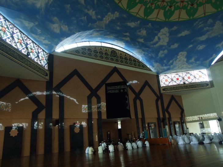 interior masjid agung al-muhsinin
