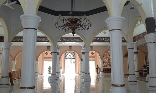 interior masjid agung babbusalam
