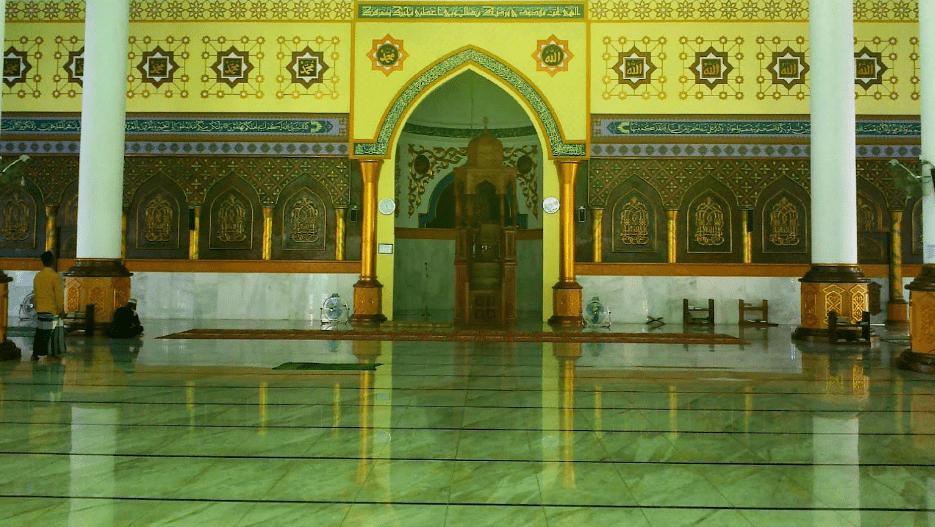 interior masjid agung baiturahmi