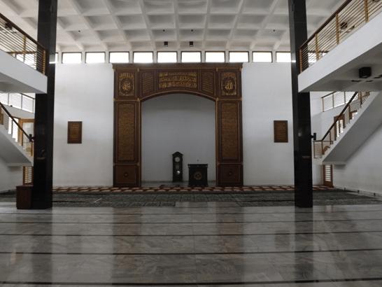 interior masjid besar al istiqamah