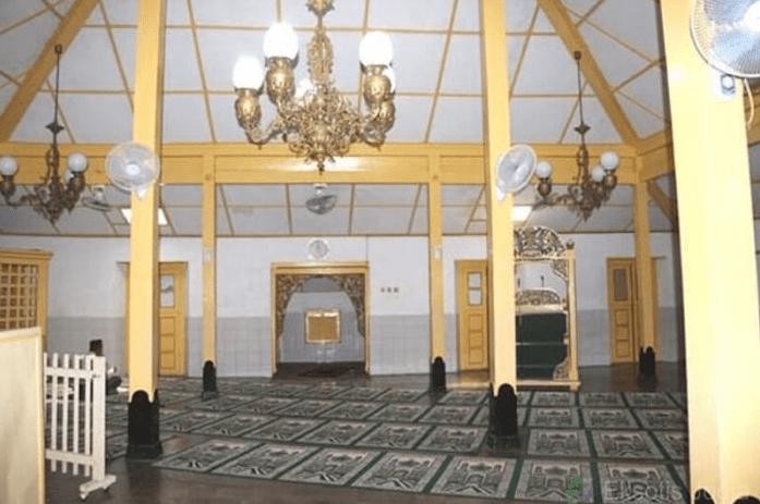 interior masjid besar pakualaman