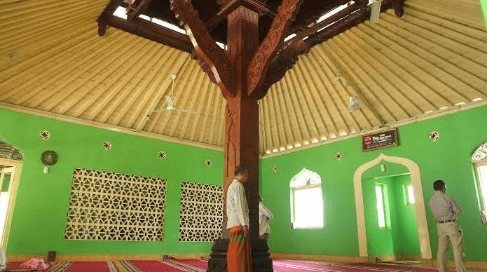 interior masjid keraton soko tunggal