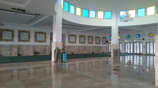 interior masjid raya raudhatul irfan