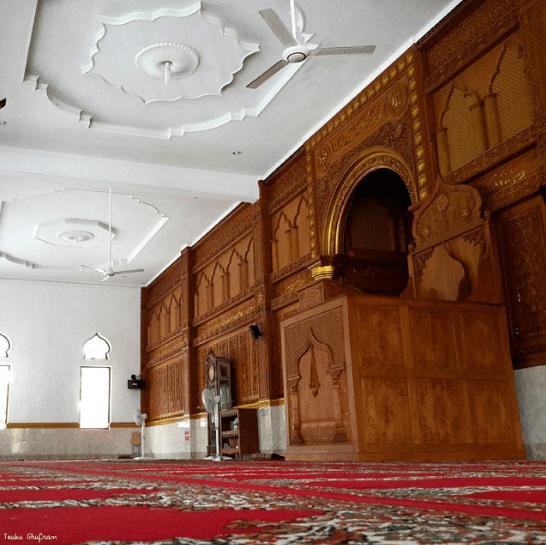 interior masjid syuhada