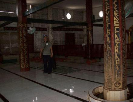 interior masjid tuo pulo kambing