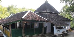 masjid giriloyo