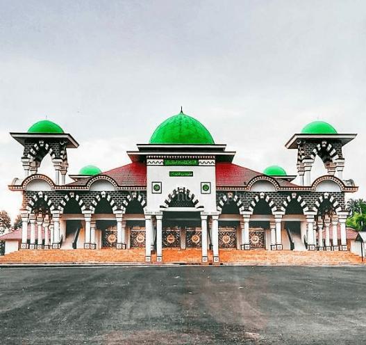 tampak depan Masjid & Islamic Centre Tanggamus