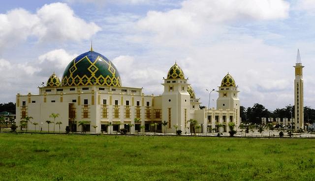 tampak samping Islamic Center Sukadana