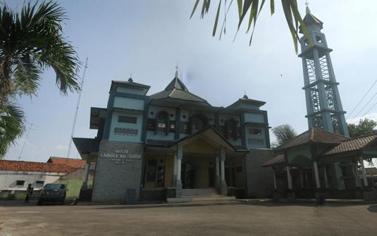 Masjid Aimmatuil Mujtahidin – Lemahabang, Karawang