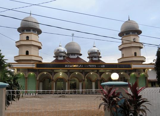 Masjid Besar Ghoyatul Jihad - Masjid Sang Pengibar Bendera Pusaka Sejati