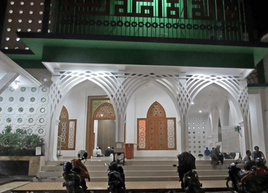 exterior Masjid Jami' Nurul Islam, Pilar Cikarang Utara
