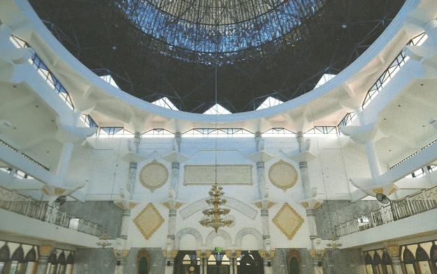 interior Masjid Agung Kota Sampang di Pulau madura
