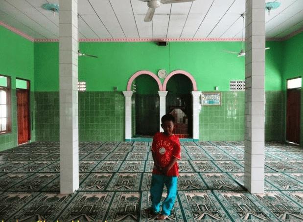 interior Masjid Al-Hidayatul Ummah, Kampung Kebon Kopi