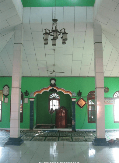 interior Masjid Al-Istirohah Jati Kosar, Gandasari, Cikarang Barat