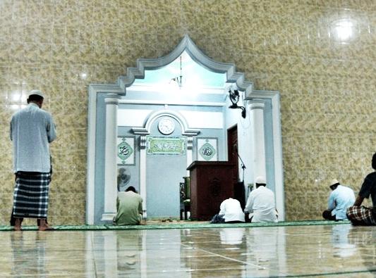 interior Masjid Al-Jihad, Graha Pemda, Cikarang Baru