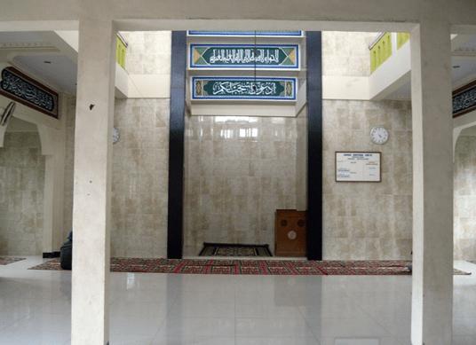 interior Masjid Darul Muawanah Pasir Kupang