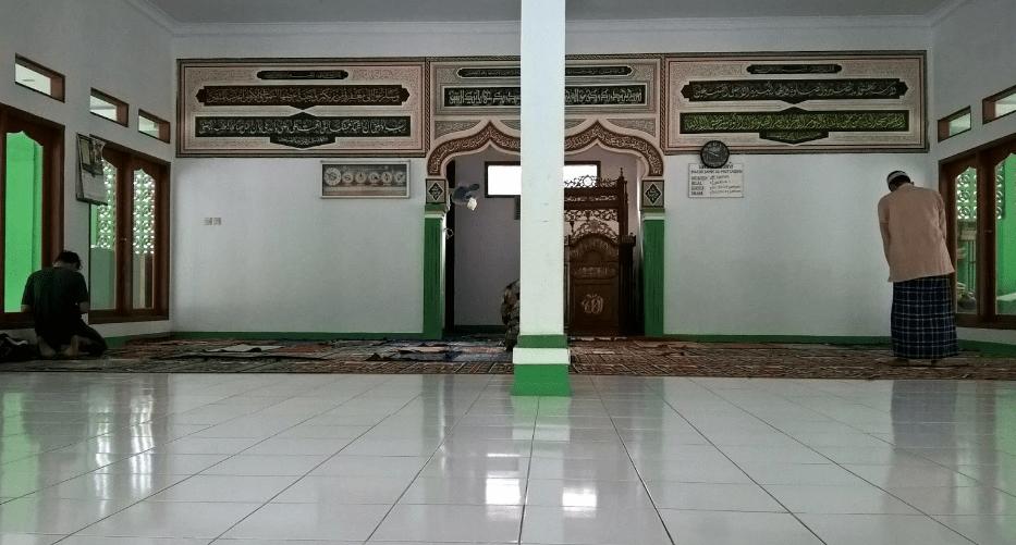 interior Masjid Jami' Al-Muttaqin – Kampung Ceper, Serangbaru