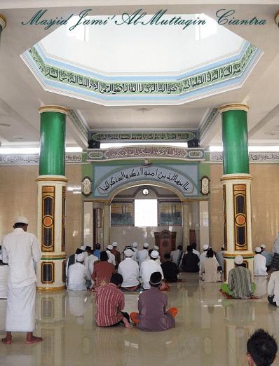 interior Masjid Jami' Al-Muttaqin, Ciantra, Cikarang Selatan