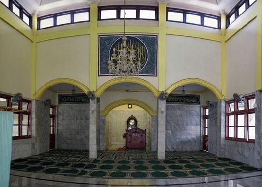 interior Masjid Jami' As-Salam Pasar Serang, Cikarang