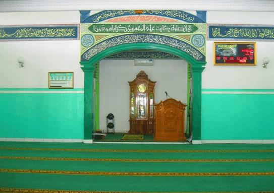 interior Masjid Jami Al-Barkah Pinayungan, Karawang
