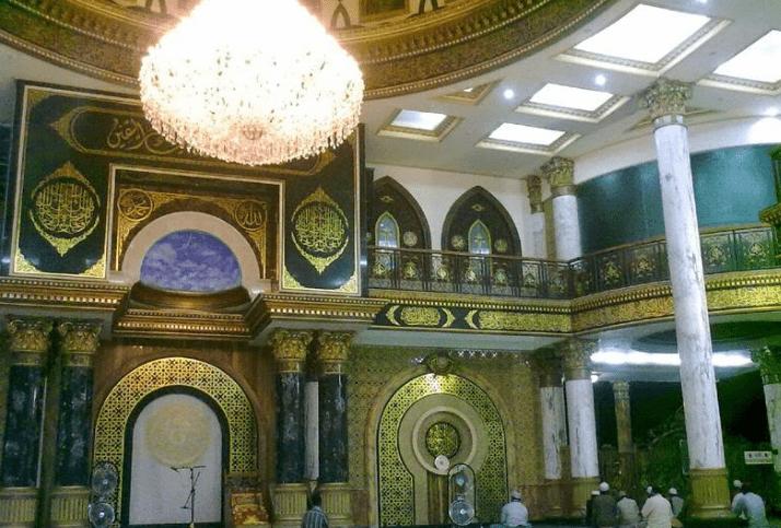 interior Masjid Syaichona Moch Cholil di Bangkalan