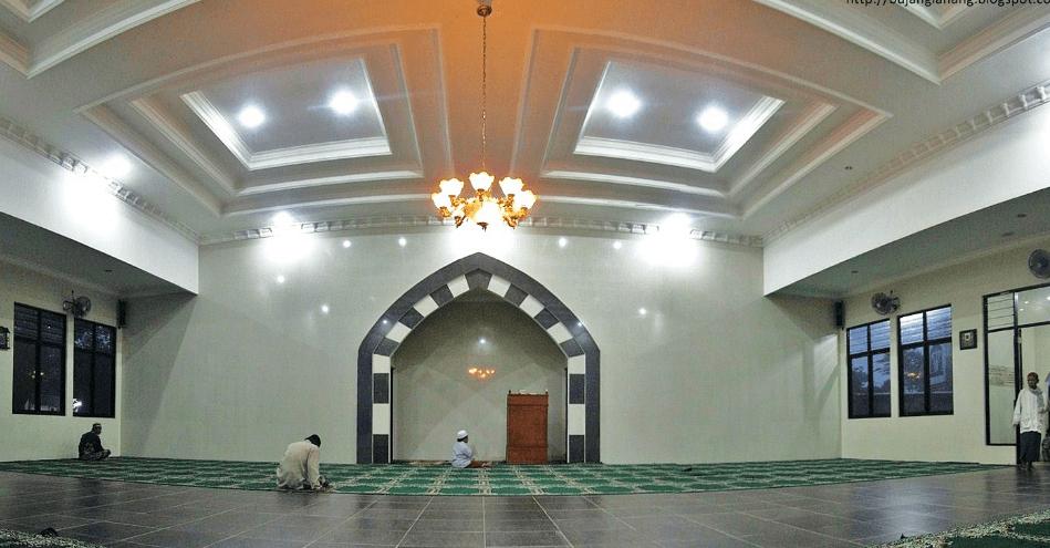 interior Masjid Ummar Bin Khattab, Jonggol, Kabupaten Bogor