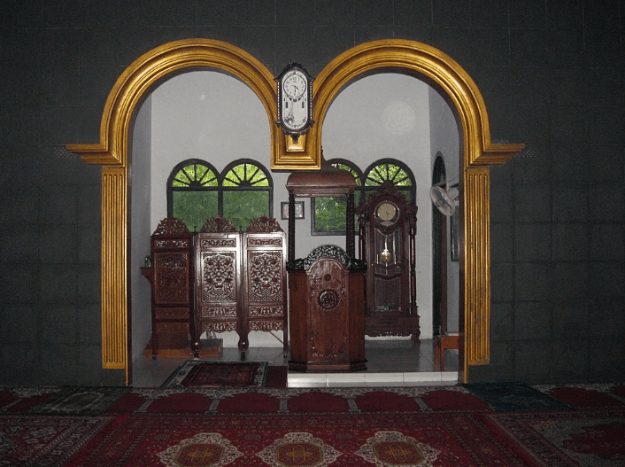 mimbar Masjid Jami' Al-Huda Loji – Karawang