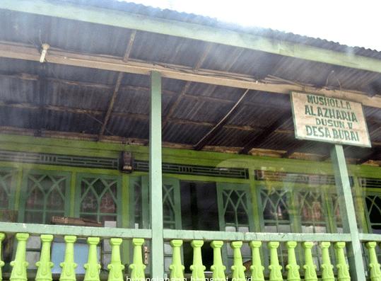 teras Musholla Al-Azharia Dusun V Burai