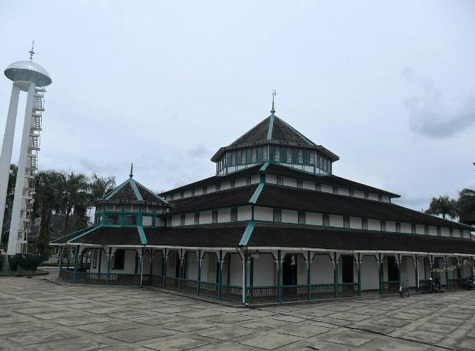 Masjid Jami' Adji Amir Hasanuddin – Tenggarong, Kutai Kartanegara, Kalimantan Timur