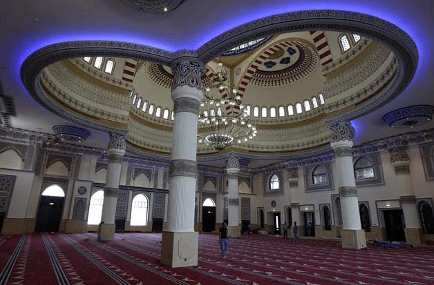 interior Masjid Al-Farooq Omar Bin Al-Khattab, Dubai, Uni Emirat Arab