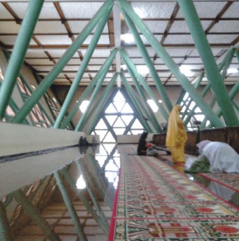 interior Masjid Al-Hurriyah, Institut Pertanian Bogor, Jawa Barat