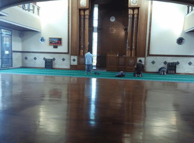 interior Masjid At-Ta'awuun – Cisarua, Bogor
