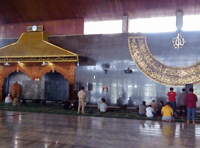 interior Masjid Baiturrahman Semarang