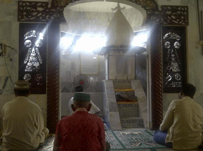 interior Masjid Keramat Pelajau