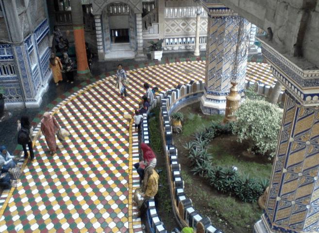 Masjid Tiban Dengan Gaya Arsitektur Timur Tengah