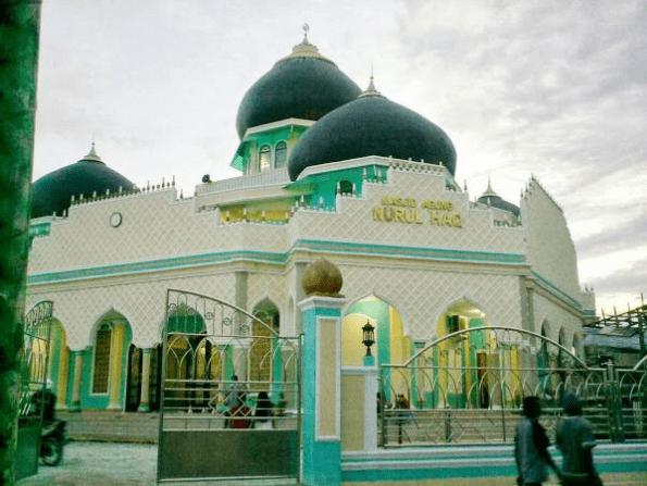 masjid agung nurul haq.